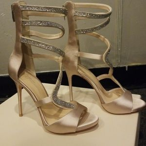 Vince Camuto Champagne /sand colored Heels. Size 7